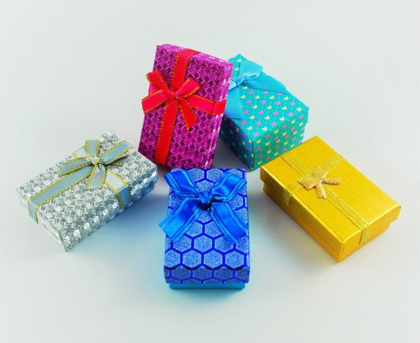 empaques de regalos de colores