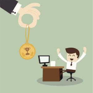 jefe recompensando a trabajador